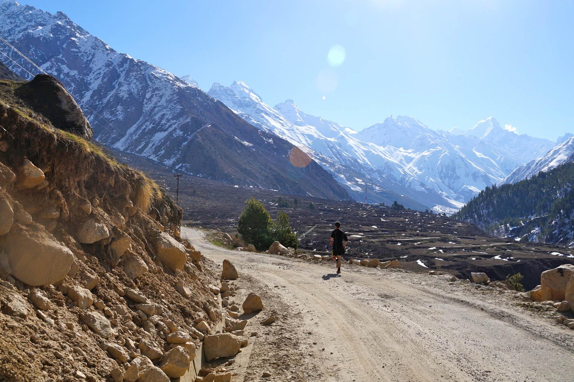 Martin Holland Souclahser Running Himalayan Marathon